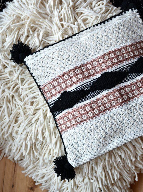 Kaamoskoivu-tyynynpäällinen, käsityönä valmistettu uniikkikappale Koivu-tyynysarjaa