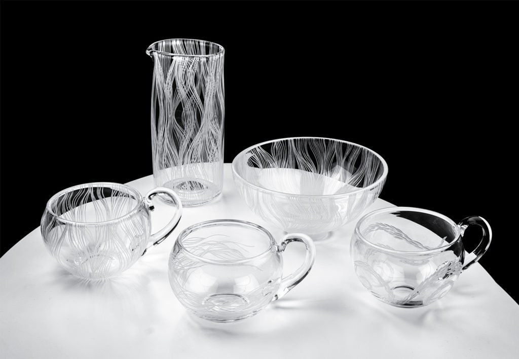 Linjat-sarjan kaiverrettuja lasituotteita