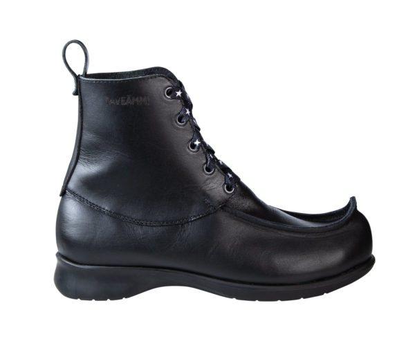 Maiharipieksu, musta. Kuvan kengän koko 39.