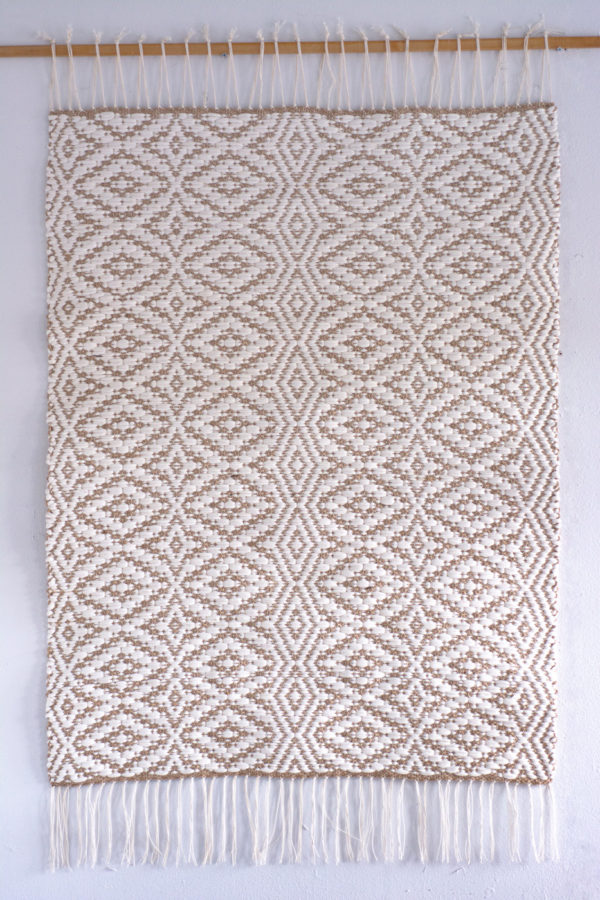 Aava Käsinkudottu matto