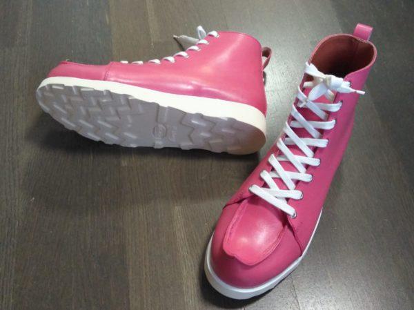 Pinkit pieksut valkoisella pohjalla.