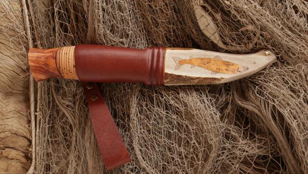 Poronsarvitupessa on hopeaniittaus ja lohilyöte raidanjuuripahkasta.
