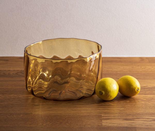 Keltainen iso lasikulho. Laine-sarjan salaattikulho.