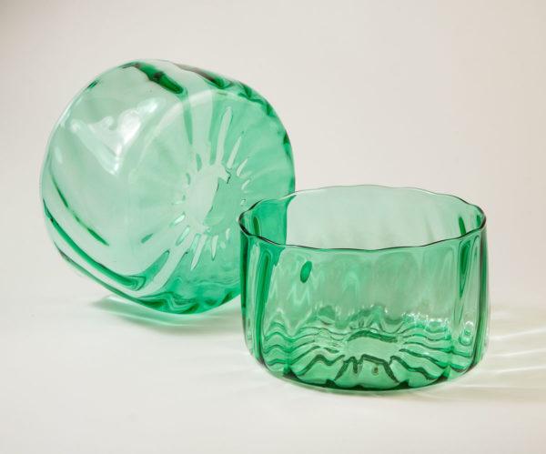 Vihreä lasikulho. Iso salaattikulho Laine-sarjasta.