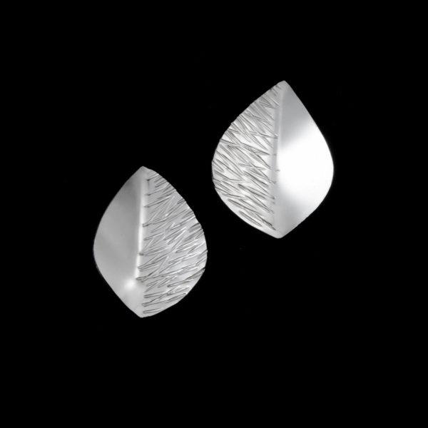 Lehdykkä isot nappikorvakorut hopeaa